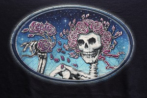 T113 - Grateful Dead - Skull And Roses Unisex T-shirt